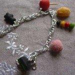 Bracelet bonbons multicolores.