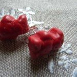 Boucles d'oreilles nounours bonbon rouge.