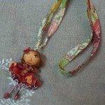 Collier poupée rose fonçé, sur lien liberty.